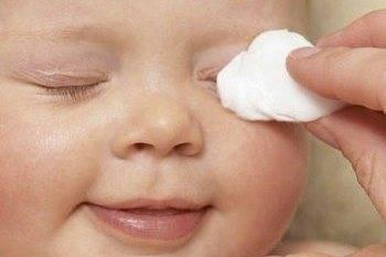 Как правильно промывать глаза детям