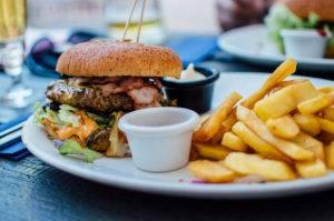 Неправильное питание - одна из частых причин миопии