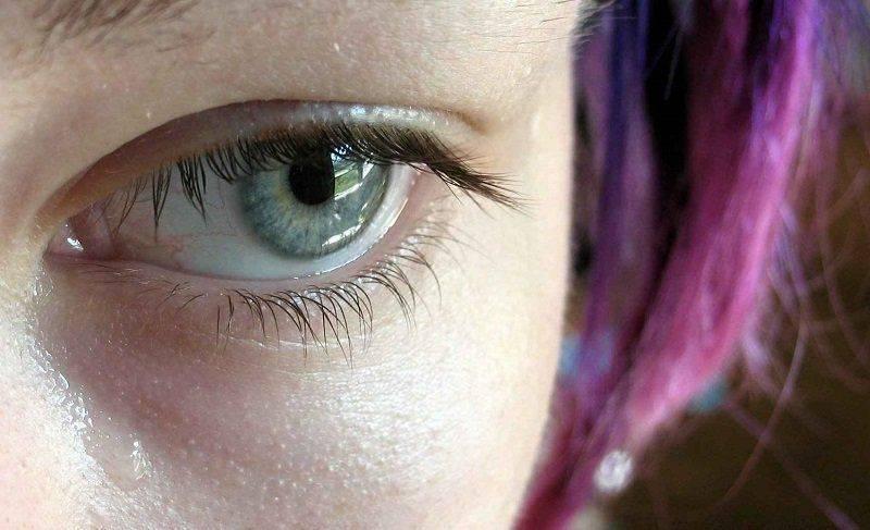 Как выглядит слезоточивый глаз